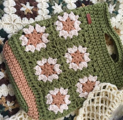 Gift crochet basket for blanket