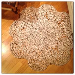 Crocheted the big  doily-carpet  for floor
